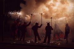 Tanzen mit Feuer lizenzfreie stockfotografie