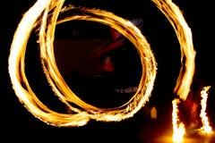 Tanzen mit Feuer Lizenzfreie Stockbilder