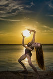Tanzen mit Sonne Stockfoto