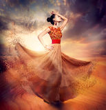 Tanzen-Mode-Frau Lizenzfreies Stockbild