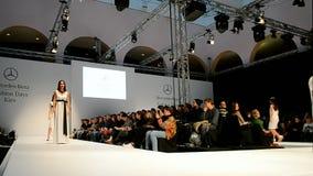 Tanzen modelliert, Mercedes Benz Kiev Fashion Days, Kiew, Ukraine, stock footage