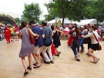 Tanzen in Synchronisierung lizenzfreies stockfoto