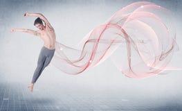 Tanzenballettperformancekünstler mit abstraktem Strudel stockfotos