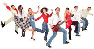 Tanzende glückliche Leutegruppe Lizenzfreie Stockbilder