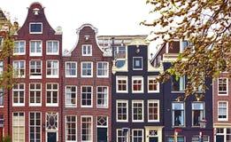 Tanzende Häuser Amsterdams die Niederlande lizenzfreie stockfotografie