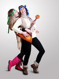 Tanzende russische Mädchen mit Balalaika Lizenzfreie Stockfotos