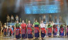 Tanzende Show der tibetanischen Leute Nacht, Jiuzhaigou lizenzfreie stockfotos