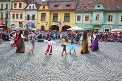 Tanzende Tricks im Gelb Lizenzfreies Stockbild