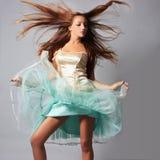 Tanzendes schönes Mädchen Lizenzfreies Stockfoto