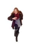 Tanzenfrau im Wintermantel Lizenzfreie Stockbilder