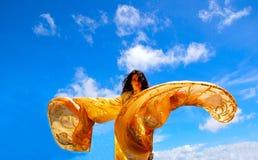 Tanzenfrau mit Schal Lizenzfreies Stockbild