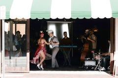 Tanzenpaare? getrennt auf Weiß Lizenzfreies Stockfoto