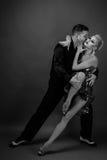 Tanzpartner in einer Haltung stockbild