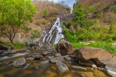 Tao Dam-waterval, de mooie waterval in diep bos bij het nationale park van Klong Wang Chao, Kamphaeng Phet, Thailand royalty-vrije stock afbeelding