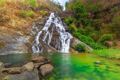 Tao Dam-waterval, de mooie waterval in diep bos bij het nationale park van Klong Wang Chao, Kamphaeng Phet, Thailand stock fotografie
