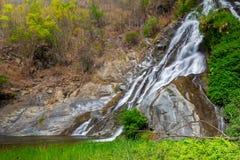 Tao Dam-waterval, de mooie waterval in diep bos bij het nationale park van Klong Wang Chao, Kamphaeng Phet, Thailand royalty-vrije stock afbeeldingen