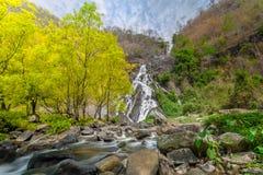 Tao Dam-waterval, de mooie waterval in diep bos bij het nationale park van Klong Wang Chao, Kamphaeng Phet, Thailand stock foto
