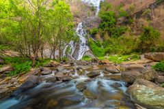 Tao Dam-waterval, de mooie waterval in diep bos bij het nationale park van Klong Wang Chao, Kamphaeng Phet, Thailand stock afbeeldingen