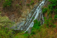 Tao Dam-waterval, de mooie waterval in diep bos bij het nationale park van Klong Wang Chao, Kamphaeng Phet, Thailand stock afbeelding