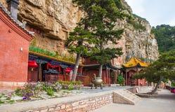 Taoisttempel i berget Hengshan (nordligt stort berg). Arkivfoton