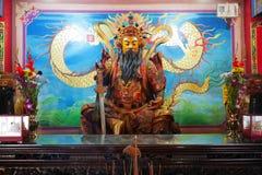 Taoistyczna bóg statua przy Lotosowym jeziorem Zdjęcie Royalty Free