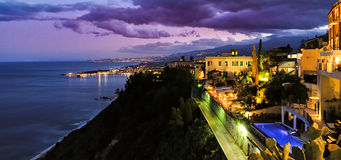 Taormina bewolkte mediterrane zonsondergang Royalty-vrije Stock Afbeelding