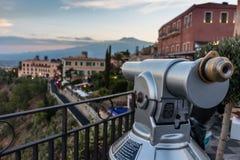 Taormina, Etna e telescópio fotos de stock