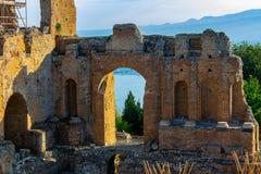Taormina huvudstäder av den grekiska teatern arkivbilder