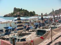 Taormina Isola Bella från stranden royaltyfri fotografi