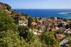 Taormina, la Sicilia, l'Italia - vista panoramica a Taormina e mar Mediterraneo Immagini Stock Libere da Diritti