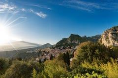 Taormina och montering Etna Volcano - Sicilien Italien Royaltyfri Fotografi