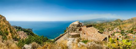 Taormina panorama Arkivbilder