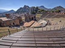 Taormina Sicilien/Italien - 13 06 2017 - Gammalgrekiskateater - populär turist- dragning Arkivfoton