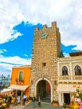Taormina Sicilien, Italien - Maj 05, 2014: Sikt över den huvudsakliga ingången i Taormina, Sicilien, Italien, Europa Arkivbilder