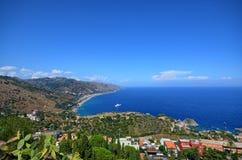 Taormina, Włochy, Sicily Sierpień 26 2015 Prześwietna panorama od Greckiego teatru zdjęcia royalty free
