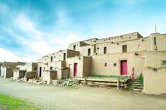 Taos Pueblo - adobe settlemenets van inheemse Amerikanen stock foto's