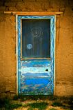 Taos-Pueblo-Tür mit Leben-Kreis Lizenzfreie Stockfotos