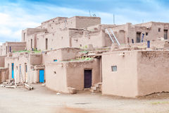 Taos-Pueblo - traditionelle Art der gebürtigen Inderarchitektur Stockbild