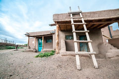 Taos-Pueblo - traditionelle Art der gebürtigen Inderarchitektur Stockbilder