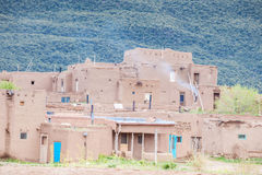 Taos-Pueblo - traditionelle Art der gebürtigen Inderarchitektur Stockfotos