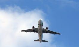 TAP Portugal-Fluglinienflugzeuge stockbilder