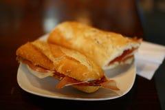 Tapa - σάντουιτς ζαμπόν Serrano στοκ εικόνες