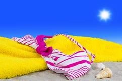 Tapa de bikiní en la playa Foto de archivo libre de regalías