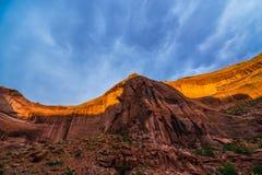 Tapa de la pared de barranco por paisaje hermoso de la quebrada del coyote de la luz de la puesta del sol Fotos de archivo