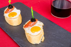 Tapa dell'uovo di quaglia immagine stock