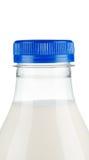 Tapa en la botella de leche Fotografía de archivo libre de regalías