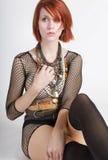 Tapa femenina del fishnet del redhead que desgasta joven hermoso Imagen de archivo libre de regalías