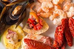 Tapa ist ein Aperitif oder ein Snack auf spanisch stockbilder