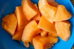 Tapa Melone der frischen Frucht ist ein Aperitif oder ein Snack auf spanisch stockfoto