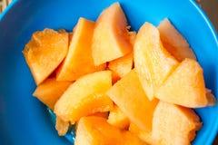 Tapa Melone der frischen Frucht ist ein Aperitif oder ein Snack auf spanisch lizenzfreie stockbilder